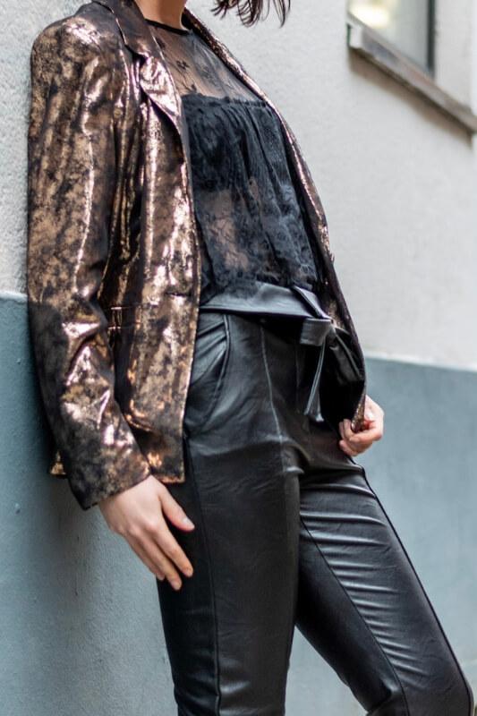 pantalon effet cuir et dentelle