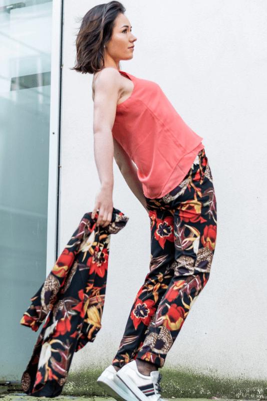 tailleur pantalon femme et top dentelle