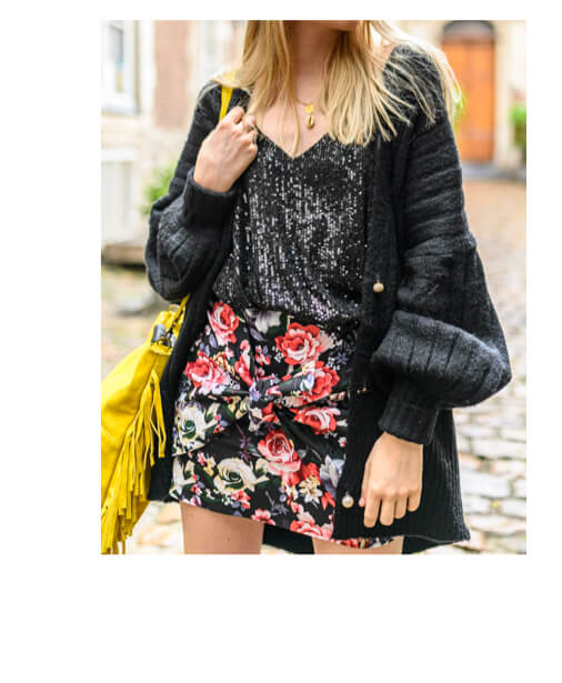jupe courte fleurie avec noeud
