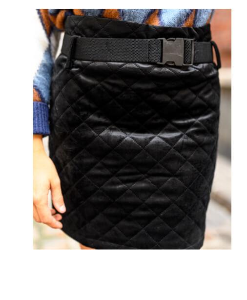 detail jupe noire