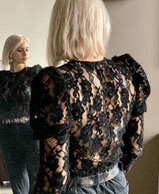 blouse dentelle noire