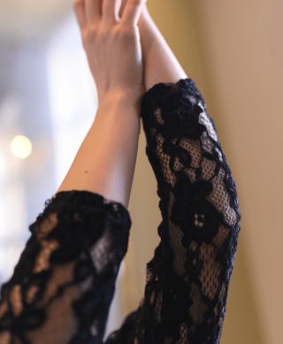 blouse dentelle noire manches