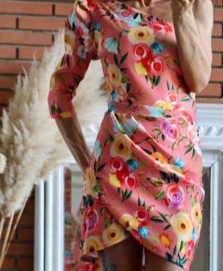 robe rose épaules dénudées