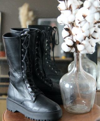 bottines noires a lacets
