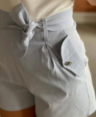 detail short rayure